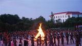 2019年9月,官兵举行篝火晚会,庆祝中秋佳节。