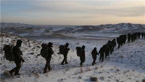 新疆阿勒泰:-25℃ 武警官兵練兵火熱進行中