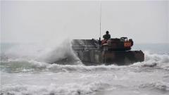 【第一軍視】搶灘登陸,重裝突擊!兩棲戰車怒吼前行
