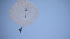 陆军第71集团军某陆航旅:伞降机降并行锤炼立体投送能力