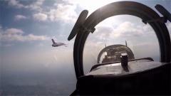海軍:高教機陸基模擬著艦 艦載機訓練取得突破