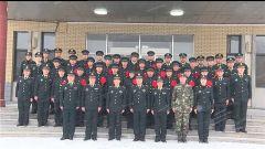 褪去戎裝 一生榮光 ——火箭軍某部舉行退伍老兵向軍旗告別儀式