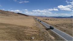 汽車兵一刻也不能放松 平坦開闊路段竟也暗藏危機