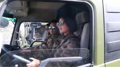 你们辛苦了!川藏线游客为汽车兵们点赞