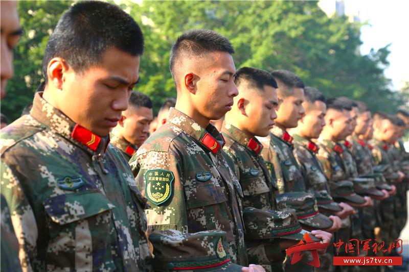 全体官兵为南京大屠杀死难同胞默哀
