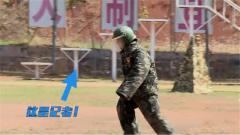 驯导员太难了!记者体验扑咬训练被军犬一把放倒