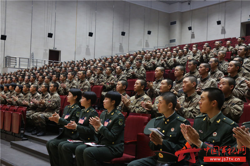 7精彩的讲演赢得了全体官兵激烈的掌声