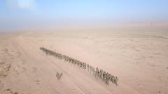 武警新疆总队:严寒天气下跨昼夜反恐演练