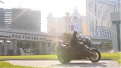 就算受伤也不放弃 驻澳门部队女兵战胜摔车恐惧重回驾驶队伍
