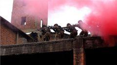 重拳出擊!武警欽州支隊特戰隊員開展城市綜合反恐演練