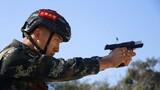 特戰隊員進行手槍極速射擊。