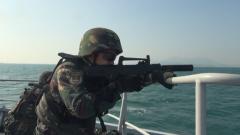 【第一军视】威武霸气!驻香港部队组织三军联合海空巡逻