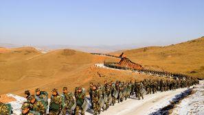 穿雪山長途行軍 新兵冬季野營拉練淬火成鋼