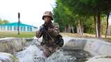 """近日,陆军第75集团军某旅组织了一场单兵作战综合演练。据悉,此次演练内容按照""""打仗所需、任务需求""""的要求进行设置,涵盖观察报知、战斗运动等5种能力16个作业内容,进一步锤炼官兵在复杂环境中的作战能力和应急反应能力。"""