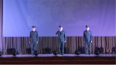 热血军营也有温情 三位兵哥哥首次当众献唱送别弟弟