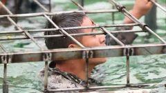 新排長挑戰水下鐵籠逃生 克服恐懼找到鑰匙卻又遭開鎖難題
