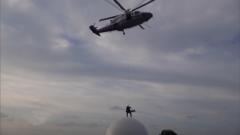 海警官兵成功救助重傷漁民