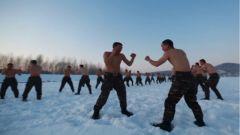 极寒条件 滴水成冰 特战队员雪地赤膊上阵进行抗寒训练