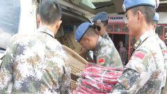 中国第23批赴刚果(金)维和工兵分队慰问当地学校