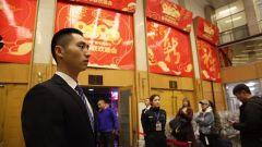 武警北京总队:背向舞台 护航春晚首场彩排