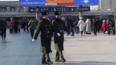 男子突发疾病 武警官兵紧急施救