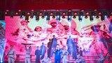 """1月15日晚,空军勤务学院举办迎新春文艺晚会,共有2000余名学院官兵及家属参加了此次活动。晚会共有群口相声、武术、女声独唱等10多个节目,表演形式多样,精彩节目内容纷呈不断,""""军""""味浓、""""兵""""味厚,在丰富官兵精神文化生活的同时,也为学院官兵新年练兵备战注入了鲜活动力。"""