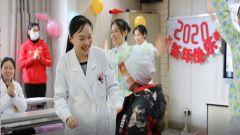 新闻特写:病房里的新春联欢会