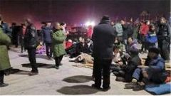 新疆喀什地區伽師縣發生6.4級地震 解放軍和武警部隊官兵星夜馳援救災