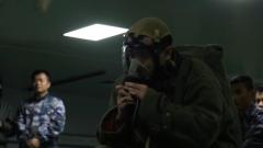 穿戴防火服專業比武 動作流暢一氣呵成