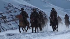 【新春走基层·军营里的年味】翻越雪山达坂 骑马巡逻边防线