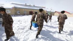 新春走基層·軍營里的年味:車隊再次出發 年貨送抵昆木加