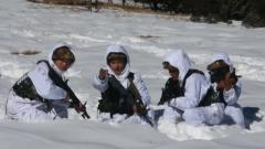 西藏军区:踏雪巡逻 春节前夕官兵坚守在边防一线
