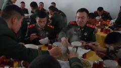 看官兵们用多种方式喜迎春节第一天