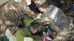 广西玉林:男子精神病复发持刀威胁家人 武警官兵果断处置