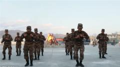 西藏日喀则军分区某营在篝火晚会中欢度春节