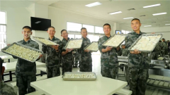 駐香港部隊官兵給大家拜年啦!