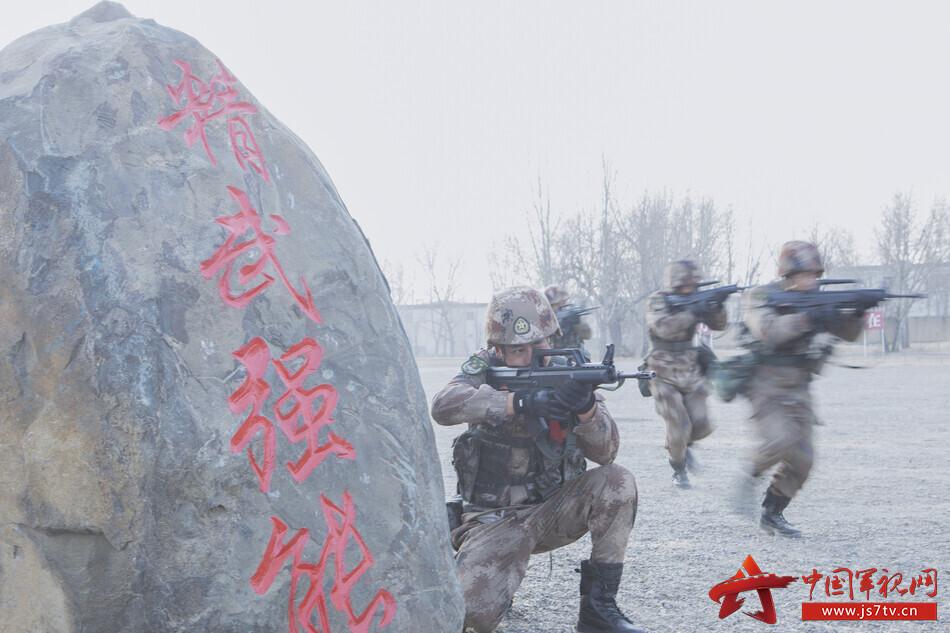 8.到達目標地域后,戰士迅速搜索戰場。