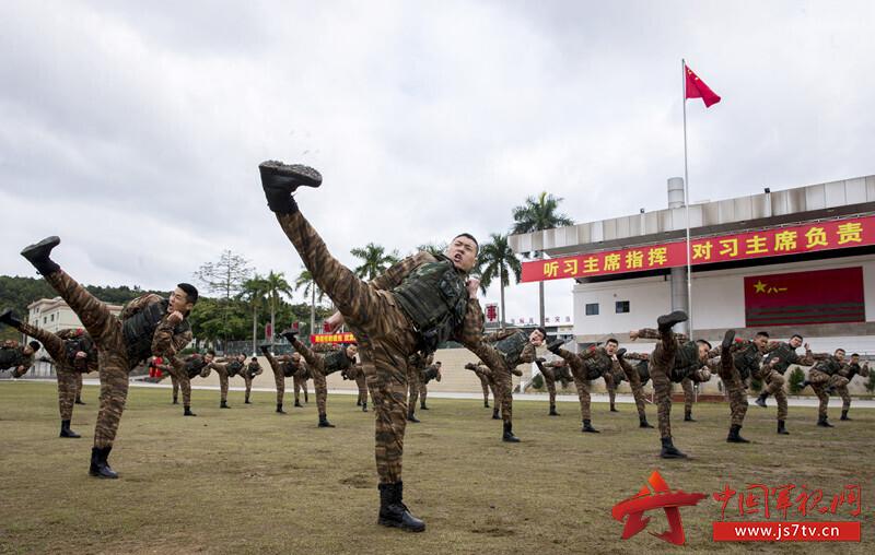 5、2020年1月27日,武警廣西總隊機動支隊特戰隊員在進行擒敵術基礎動作訓練。