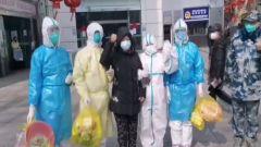 【直通疫情防控一線】金銀潭醫院兩名患者痊愈出院