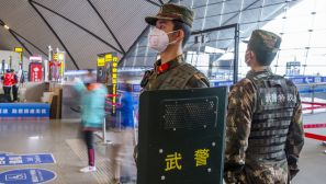 广西武警:坚守执勤一线 为旅客保驾护航