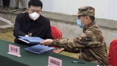 武汉火神山医院举行移交仪式 军队支援湖北医疗队正式入驻火神山专科医院