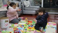 """【直通疫情防控一線】孩子 爸爸媽媽去打""""怪獸""""了"""