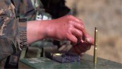 射击前的极限挑战来了:手泡冰水3分钟还要挑战垒弹壳