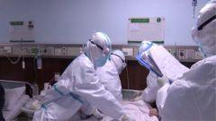 形勢嚴峻壓力大 醫護人員全負荷運轉打響疫情阻擊戰