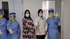 被感染医护人员康复!出院时她们向军人同行敬了一个军礼