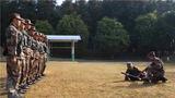 为强化练兵备战的鲜明导向,锤炼官兵能打仗、打胜仗的过硬本领,连日来,南部战区陆军某边防旅四连在全力做好疫情防控工作的同时,扎实开展共同科目训练,夯实官兵军事素质基础。图为官兵正在进行爆破器材使用训练。