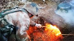陸軍第80集團軍某旅組織官兵野外地域雪后野炊