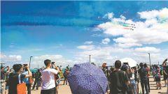 中國空軍八一飛行表演隊精彩亮相新加坡航展公眾開放日