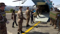 【直通疫情防控一线】中部战区派出第二批次直升机运送医疗物资