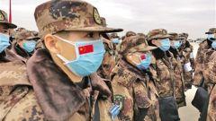 军队增派支援武汉抗击新冠肺炎疫情的又一批医护人员抵达武汉